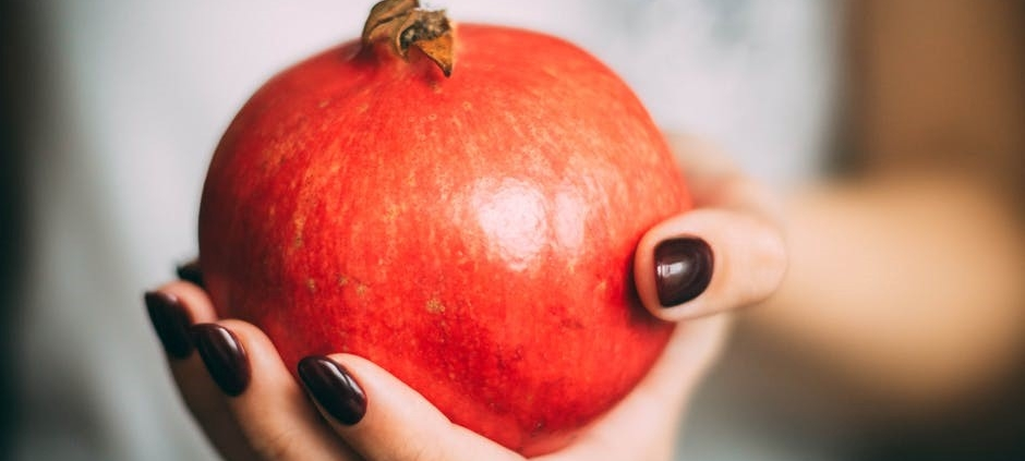 pomegranate-5-super-benefits-for-the-skin-zenjenskin